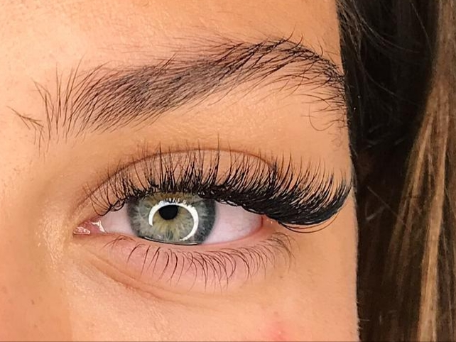 Hybrid lashes by Nancy